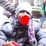 デモ活動に参加した男、なぜか口がデロンデロンになってしまう・・・(動画)