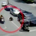 【動画】下半身の無い男性、道路を横断しようとして車に轢かれてしまう・・・
