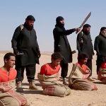 【閲覧注意】麻袋に入れられた5人の捕虜の首を切断するISIS(動画)