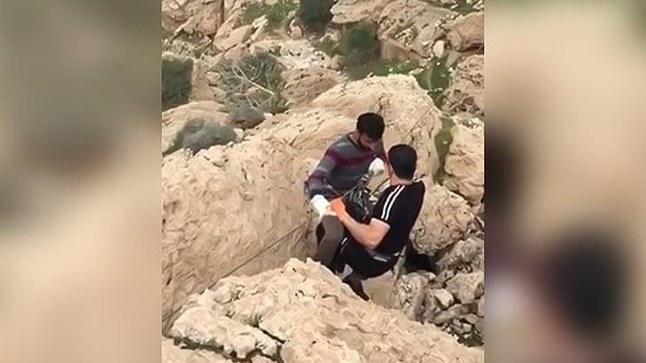 【動画】ジップラインで谷間を渡る途中、落下して岩に激突するアクシデント映像