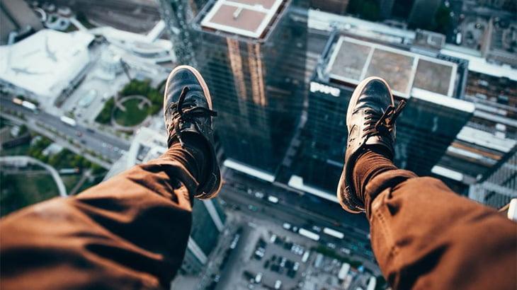 高層マンションの屋上から飛び降りて地面に叩きつけられる音はこんな感じ・・・(動画)