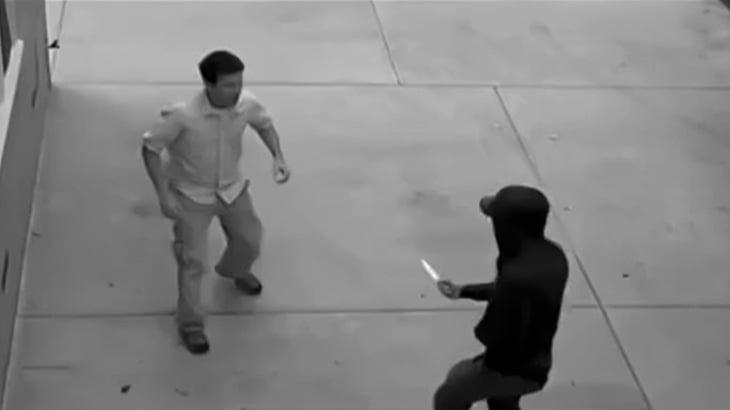 強盗にナイフを突きつけられた男、オシッコ漏らしてしまう・・・(動画)