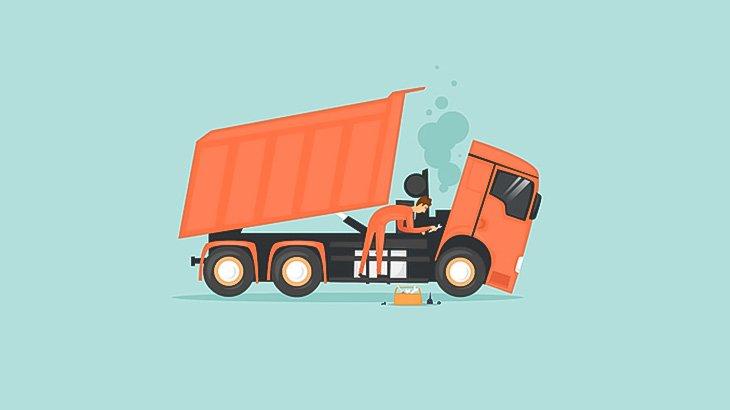 うっかり男さん、同僚が修理中のトラックを動かして轢いてしまう(動画)