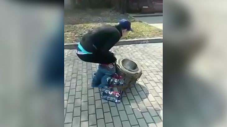 バグってしまった男が撮影される(動画)