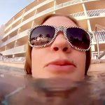 【動画】アナルセックス後、プールで肛門から精液吐き出す女の子