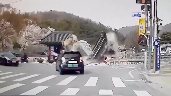 韓国の建造物、脆すぎ・・・(動画)
