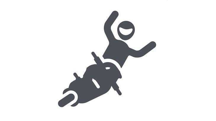 1台のバイクが転倒 → なぜか他のバイクもつぎつぎ転倒(動画)