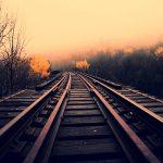 【閲覧注意】電車に轢かれた男、ギリギリ首と腕が繋がってる・・・(動画)
