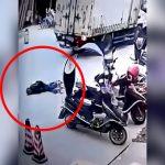 道路で躓いて倒れるおじいちゃん、ピクリとも動かないけど誰も助けてくれない・・・(動画)