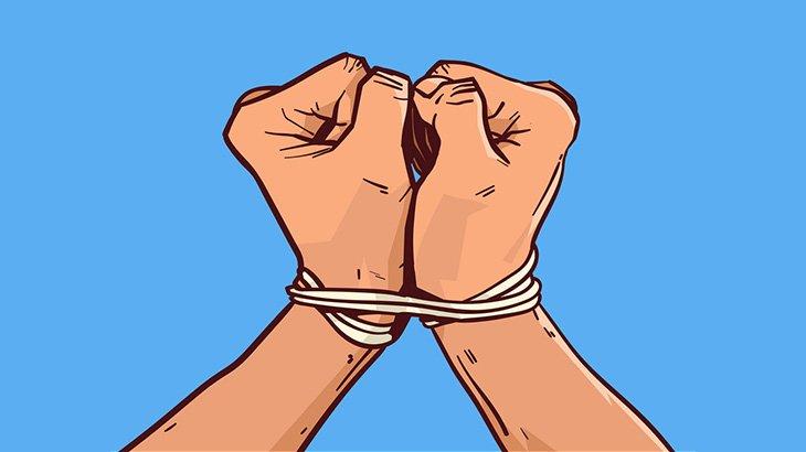 この国では警察官の前で犯罪者をボコっていいらしい(動画)