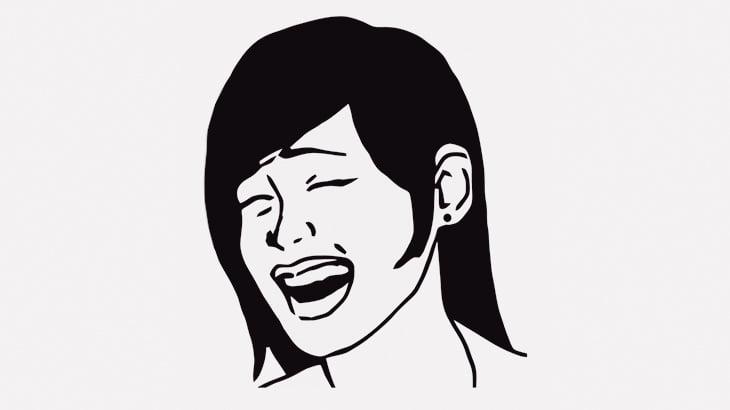 サイコ女さん、事故で死んでしまった男性に駆け寄って悲しむ女性を見て笑ってしまう(動画)