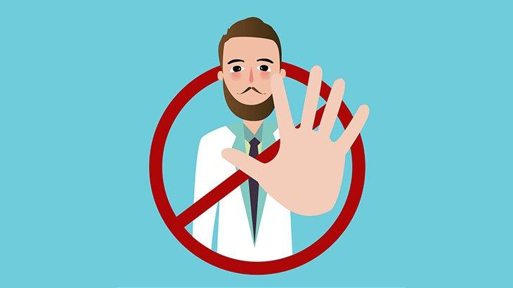 急病の男性を病院へ連れて行く → 病院に拒否され続けてエントランス前で死亡・・・(動画)