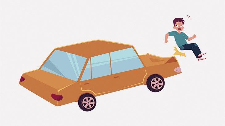 道路に飛び出した男の子、めっちゃ弾き飛ばされてしまう(動画)