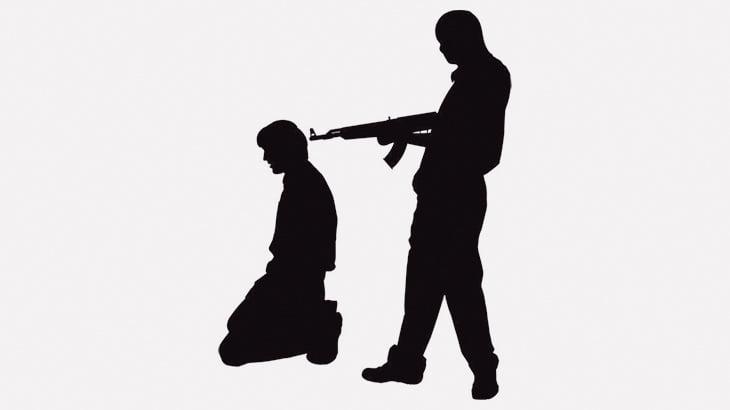 3人の少女をレイプして殺した2人の男、公開銃殺刑にされる(動画)