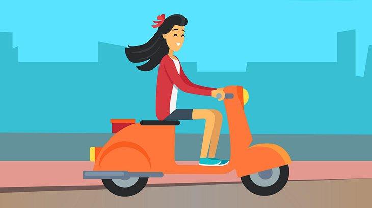 スクーターで走りながら携帯いじってた女さん、事故ってもなおいじり続ける(動画)