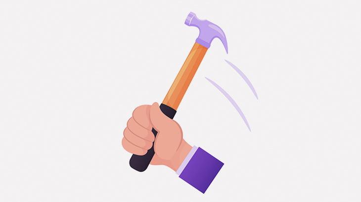 泥棒さん、腫れ上がるまで手の甲をハンマーで叩かれてしまう(動画)