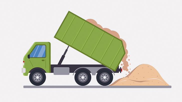 積載オーバーしたトラック、海にボッシュートされてしまう(動画)