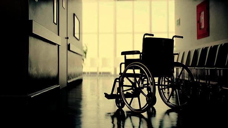 【心霊】誰も乗っていない車椅子、勝手に動き出してしまう(動画)