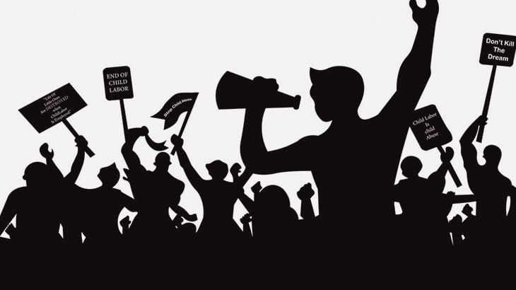 【閲覧注意】デモに参加していた男性、警官に撃たれた腹から腸が飛び出てしまう(動画)