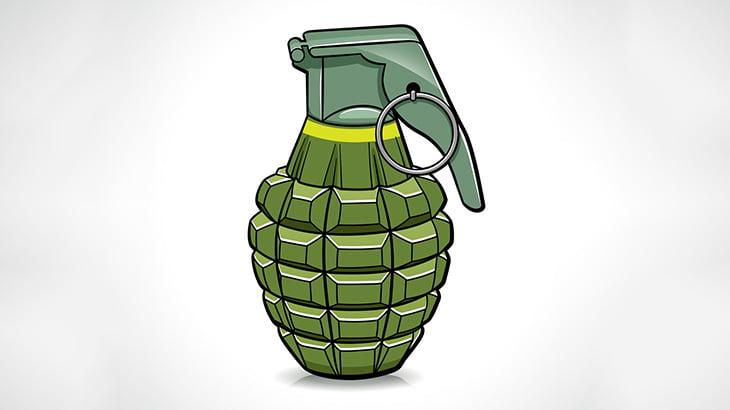 【閲覧注意】手榴弾で遊んでた男、爆発に身体を吹き飛ばされて死亡(動画)