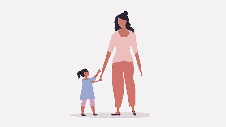 なぜか突然炎に包まれてしまう母親と赤ちゃん(動画)