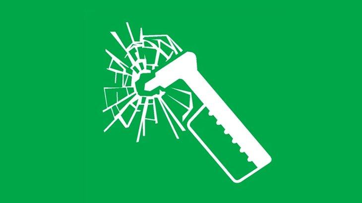 交通トラブルになったドライバー、窓ガラスを緊急脱出用ハンマーで割れれてしまう(動画)