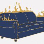 小さな男の子、自宅のソファを燃やしてしまう(動画)