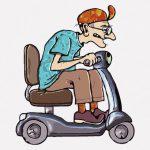 あまりにも自由に道路を走るバイクのおじいちゃん、轢かれてしまう(動画)