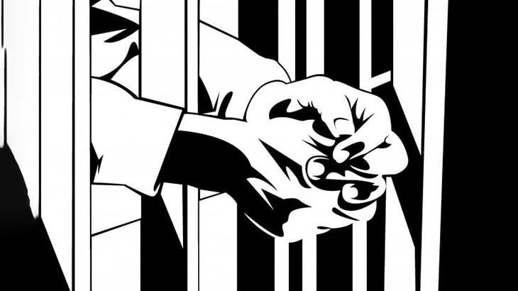 刑務所に入れられた男、とんでもないイジメを受けてしまう(動画)