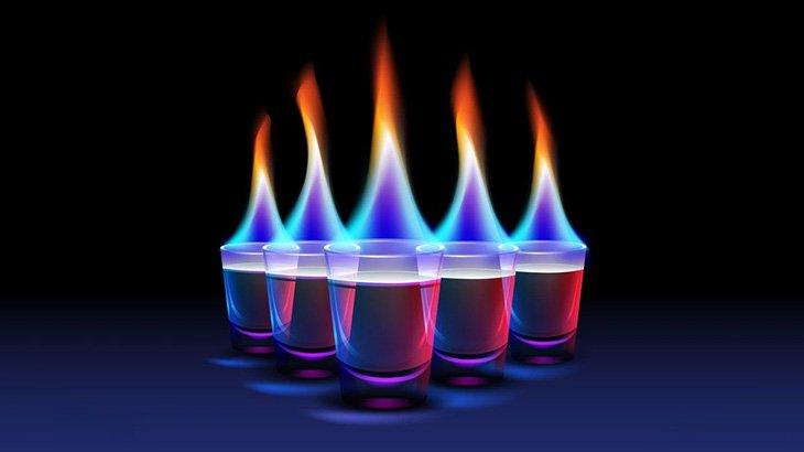 バーで飲んでいた女性、炎をぶっかけられてしまう(動画)