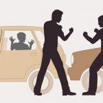 交通トラブルになったドライバー、相手にナイフで斬りつけられてしまう(動画)