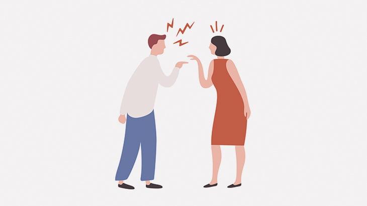女性と口論になった男、絞め技で落とされてしまう(動画)