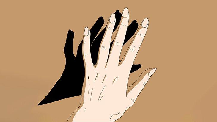 左手にもう一本親指が生えてる女性(動画)