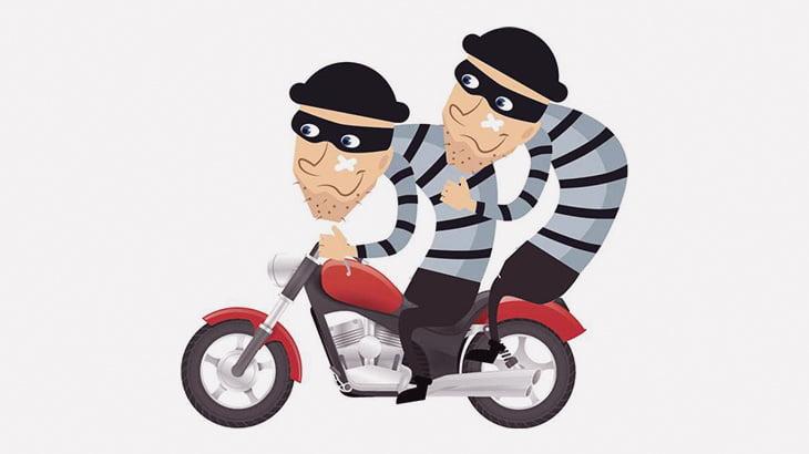 2人乗りバイクの男「強盗するぞ!」→ 仲間を撃ち殺してしまう(動画)