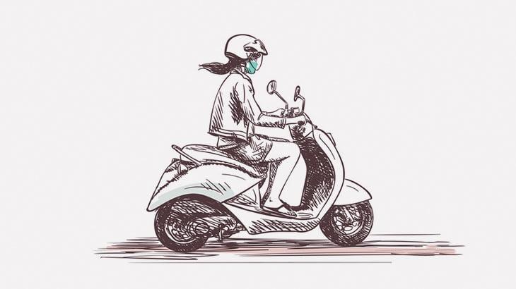 あまりにも自由にウロウロするバイクの女性、トラックに轢かれて死亡・・・(動画)