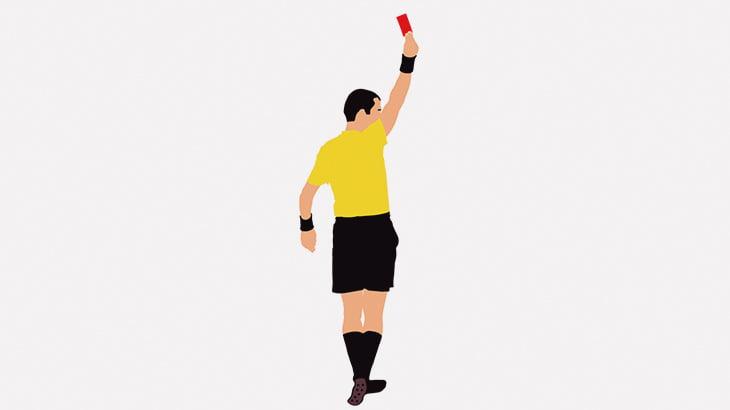 サッカー選手、試合中に審判の顔を蹴って逮捕(動画)